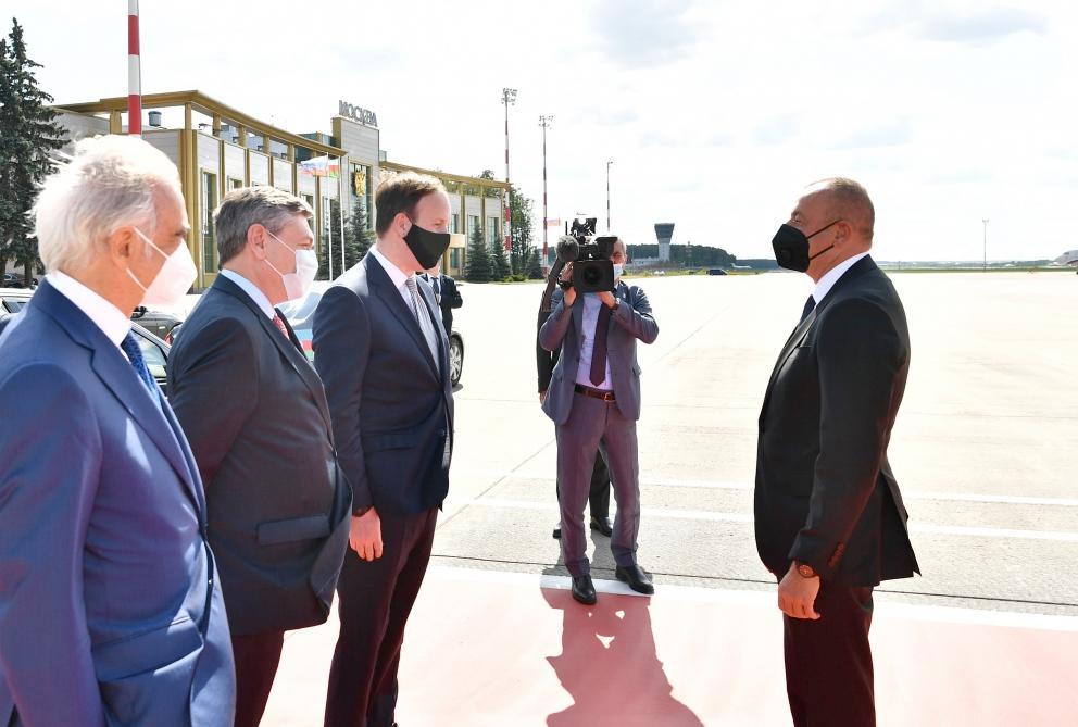 İlham Əliyev Rusiyaya gedib, Vladimir Putinlə görüşü başlayıb - YENİLƏNİB + FOTO